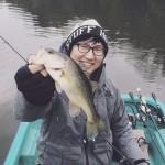 【冬の亀山でバス釣り】小森嗣彦プロからレッグワームのダウンショットを学ぶ!
