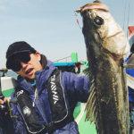【爆釣】世界一の魚影!? これが東京湾シーバスジギングのトップシーズンなのか!