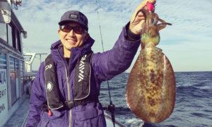 喜平治丸で中オモリを使ったアオリイカ釣りに挑戦!